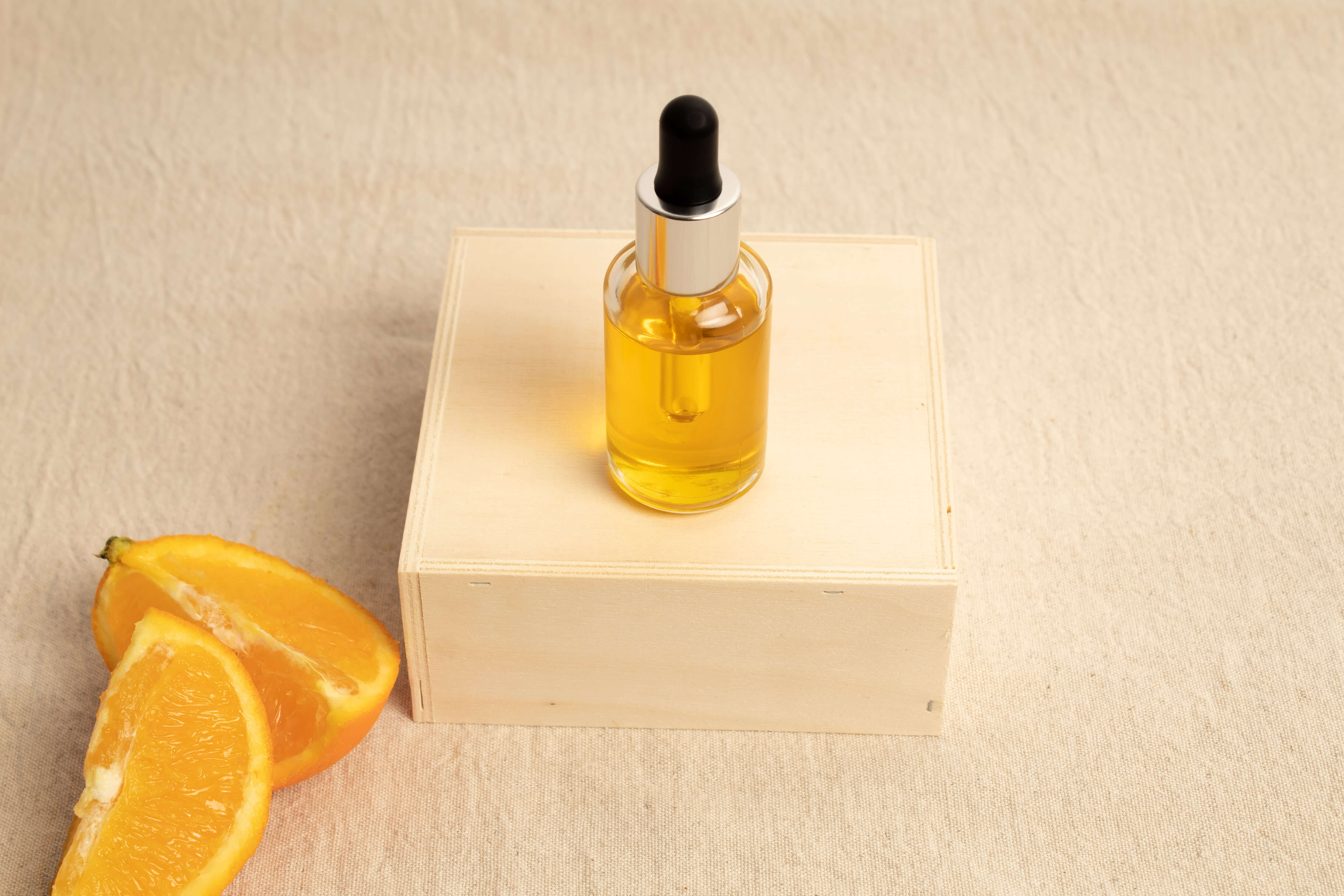 Face serum wsith vegetable oils for a brightened skin complexion